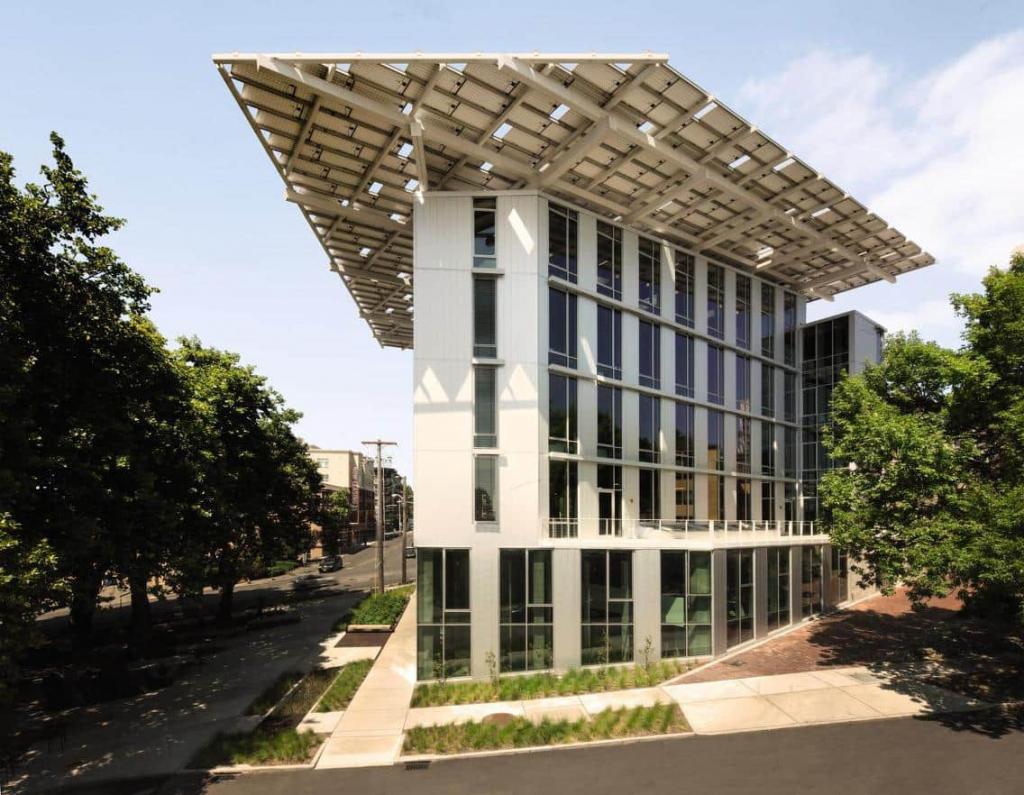 Il Bullit Center di Seattle, uno dei migliori esempi di design sostenibile e biofilo